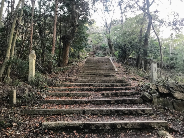 三上山 表登山道 妙見堂の石段