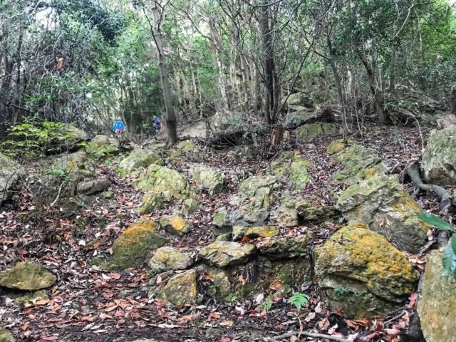三上山 表登山道 岩場