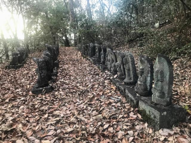 三井山 南回り登山道 石仏